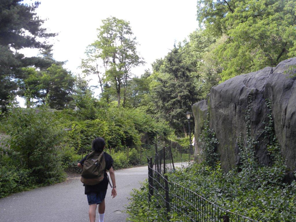 4:00 P.M. Nasa Central Park, umpisa na nang mahabang lakaran
